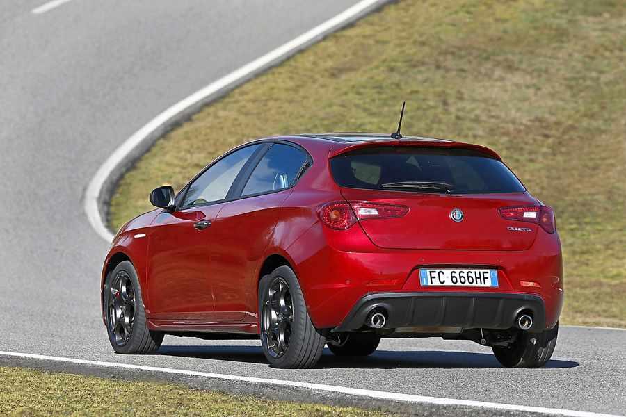 Alfa Romeo Giulietta review: Pretty, fun to drive and an Alfa badge ...